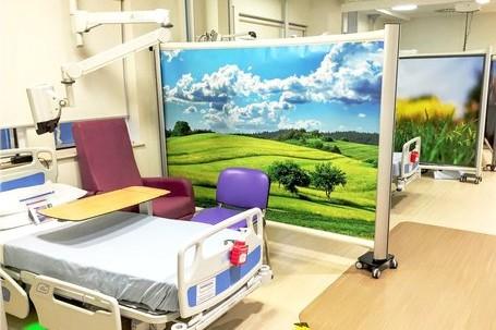 Moderne Trennwände im Krankenhaus